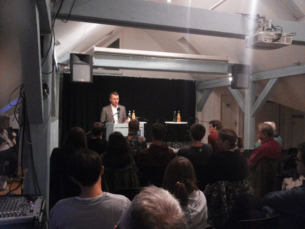 Unser kanadischer Kollege Stuart Trew beim Vortrag in Berlin während der Speakers' Tour.
