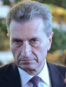 Günther Oettinger umgibt sich gerne mit Konzernvertretern.