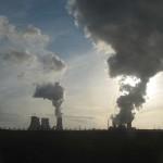 Das Bild zeigt das Kohlekraftwerk Niederaußem von RWE im rheinischen Braunkohlerevier.