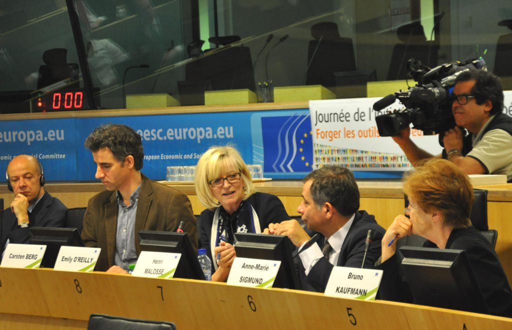 In der Mitte: Die Europäische Ombudsfrau O'Reilly setzt sich engagiert für mehr Transparenz in der EU ein. Quelle: Europäische Union.