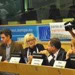 In der Mitte: Die Europäische Ombudsfrau O'Reilly setzt sich engagiert für mehr Transparenz in der EU ein. Quelle: Europäische Union