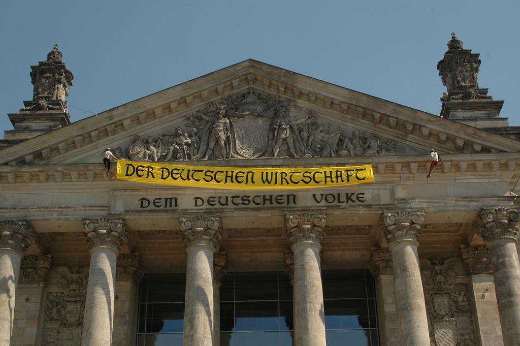 Facesitting der deutschen Herrin vorm Dildoritt