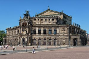 Dresden_-_Semperoper_-_2013