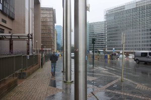 Das Bild zeigt auf der linken Seite das EU-Ratsgebäude und auf der rechten Seite das Berlaymont und das Charlemagne Gebäude der EU-Kommission.