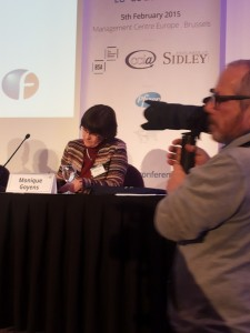 Auf dem Foto sehen Sie die einsame Vertreterin der Zivilgesellschaft Monique Goyens von der europäischen Verbraucherschutzorganisation BEUC.