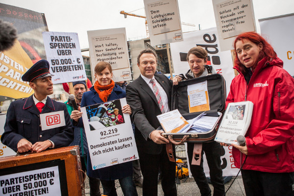 Friedrich-mitKoffer-Aktion-Koalitionsverhandlungen