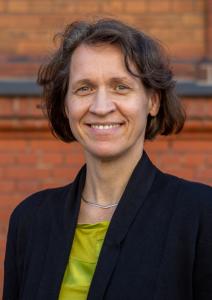 Porträt Heike Dierbach