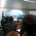 Das Bild zeigt eine Podiumsdiskussion zur ISDS-Reformagenda zwischen Kommissionsvertreter Schlegelmilch und dem zivilgesellschaftlichen Schiedsgerichtsexperten Gus Van Harten.