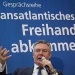 Das Bild zeigt Ex-EU-Handelskommissar Karel de Gucht bei einer Veranstaltung zum TTIP-Freihandelsabkommen in Berlin.