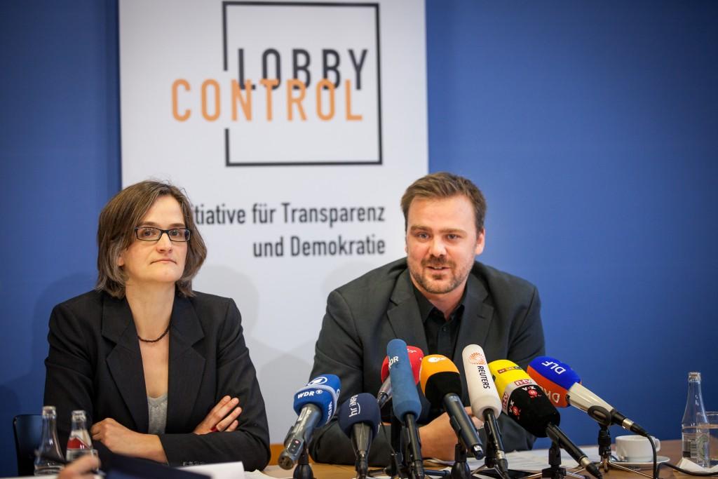 Imke Dierßen und Timo Lange bei der Vorstellung des Lobbyreports 2015.