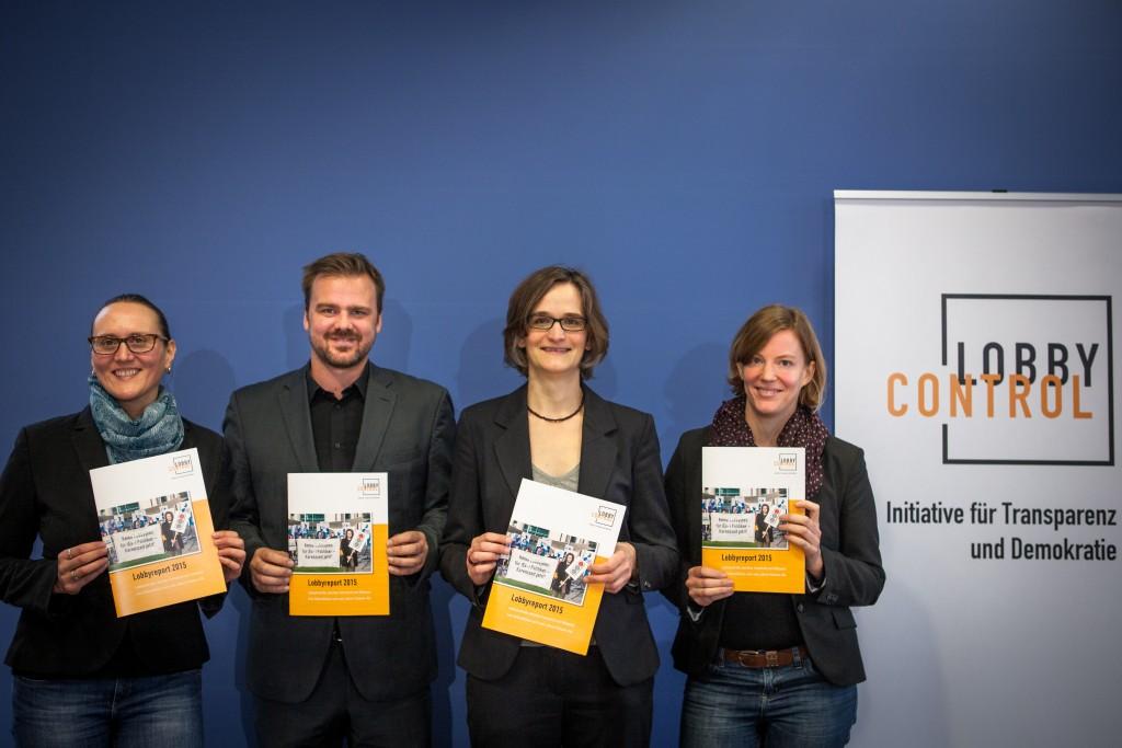 Lynn Gogolin-Grünberg, Timo Lange, Imke Dierßen und Christina Deckwirth (v.l.) bei der Vorstellung des Lobbyreports 2015.
