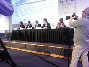 Sowohl im Hintergrund durch Werbebanner als auch durch die Besetzung der Podien wurden die Hauptsponsoren der TTIP-Konferenz sichtbar.