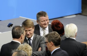 Pofalla bei Unterzeichnung des Koalitionsvertrages 2013 (Foto: Martin Rulsch)