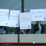 VW-Gegendemonstrantinnen im Greenpeace-Video