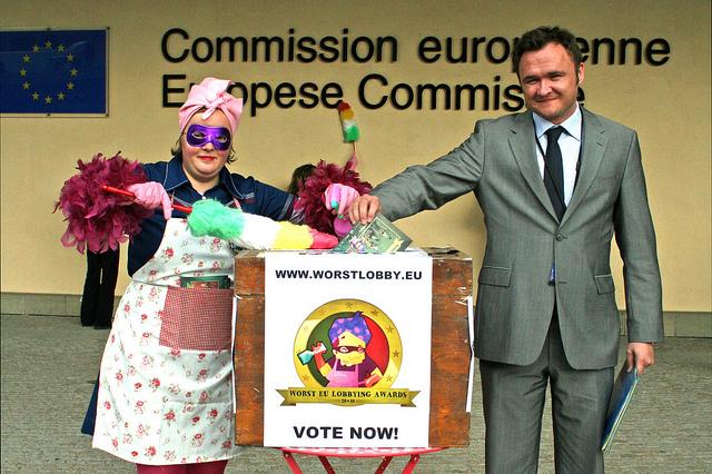 Der dänische Europaabgeordneter Dan Jörgensen (Sozialdemokraten) wählt seinen Worst-Lobby-Kandidaten