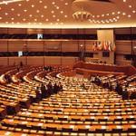 Das Bild zeigt den Plenarsaal des EU-Parlaments.