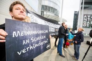 LobbyControl Aktion vor RWE-Konzernzentrale
