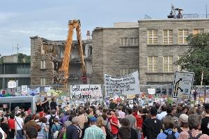 Abbrucharbeiten am Stuttgarter Hbf und Protest, Foto: Mussklprozz (Lizenz: CC-by-sa)