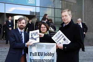 Unterschriftenübergabe für ein verpflichtendes Lobbyregister, 13. November 2013